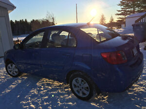 2011 Kia Rio Berline 5 499$ negociable.