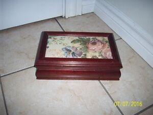 vintage wood jewelery box
