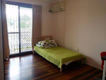 Oxley,Corinda, near Oxley train station,Single. Couple Rent Oxley Brisbane South West Preview