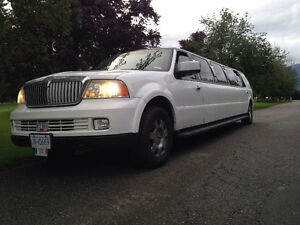 2006 Lincoln Navigator limousine executive coach builders limo