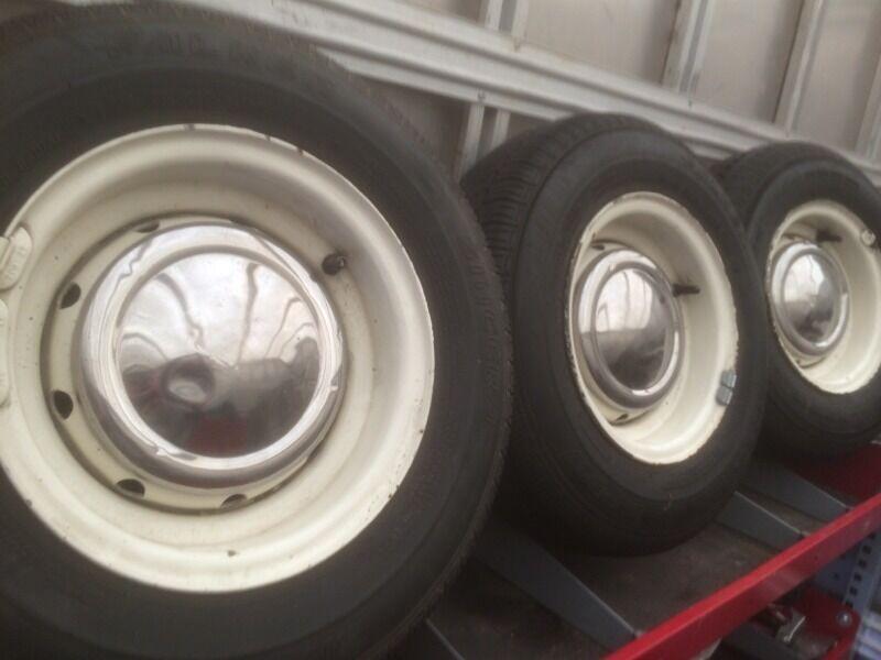 Classic Mini Cooper Wheels With Good Tyres Plus Centre Cap