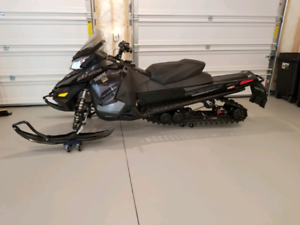 SkiDoo Renegade 2017 LOW KMs!