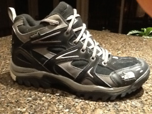 """""""As New"""" Men's Size 8 The North Face Winter Boots"""