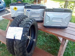 Sacoches en aluminium et pneu tous terrain