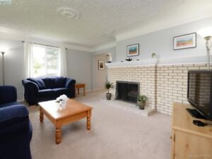Great 3-4 Bedroom Home in a Fantastic Location