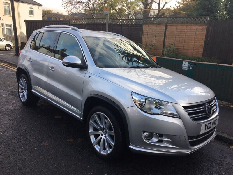 vw tiguan r line 2 0 tdi 2011 low mileage in sutton. Black Bedroom Furniture Sets. Home Design Ideas