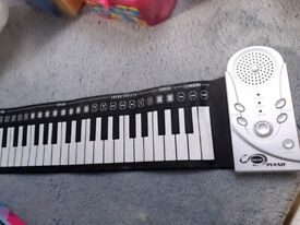 Kids Brand New Battery Operated Roll up Silicone Piano