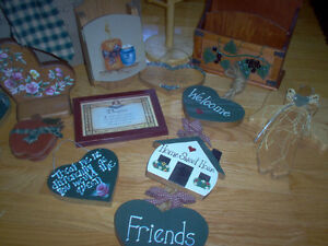 Big Lot Of Country Home Decor, Wreaths, Signs & Storage!!!