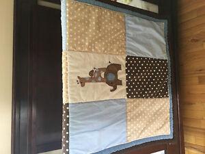 Literie et décoration pour chambre de bébé garçon