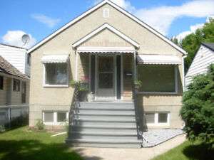 Queen Alex Character Home Close to Whyte and UA - Utilities inc