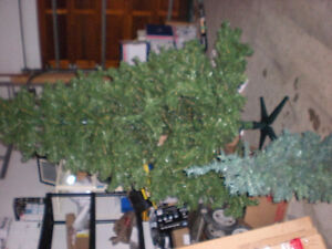 Artificial Christmas tree 7 1/2'
