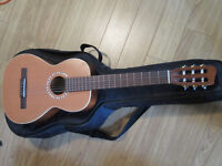Art and Lutherie Classical Ami guitar