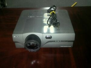 Projector Sony VPL-X600