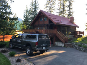 Executive waterfront log home for rent in Graycreek BC