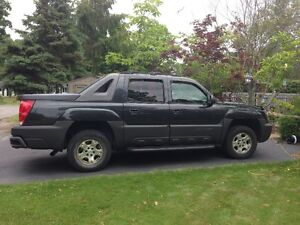 2004 Chevrolet Avalanche FULLY LOADED!
