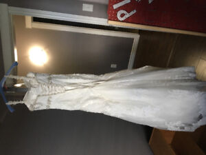 Wedding dress need gone ASAP! Make an offer!!