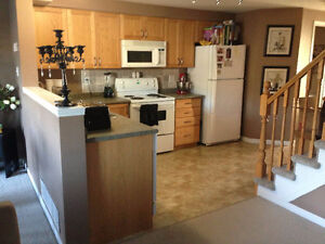 Laurelwood 3 Bed, 3 Bath Single Detach Home - $1550+Utilities