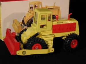 Dinky Toys 976: Michigan 180-111 Tractor Dozer. Mint boxed