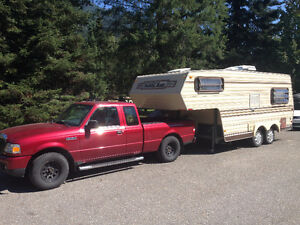 1986 20' Lightweight Travelaire 5th Wheel Travel Trailer.