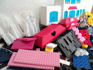 MEGA BLOKS/OVER 900 PIECES/SAME SIZE/COMPATIBLE WITH LEGO BLOCKS Cornwall Ontario image 4
