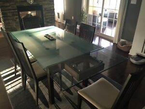 Beautiful glass table with 6 chairs