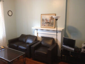 Single room available in beautiful downtown home... Wychwood