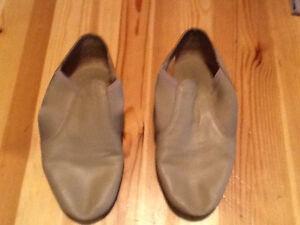 Size 9 Ladies Beige Capezio Jazz Shoes