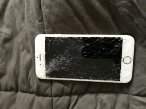 Iphone 6 - white/gold (cracked screen)