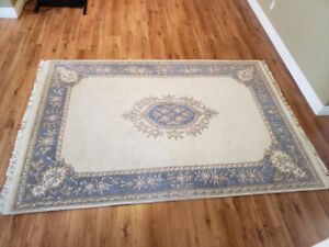 Area rug 9' x 6' with non-slip underpad