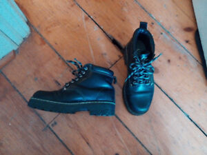 Winter black leather boots (Roots)