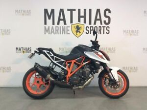 2017 Ktm 1290 SUPER DUKE R 1 WHITE / 41$/sem