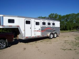 2003 exsis 4 horse trailer.all aluminum