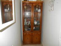 2 Curios /Cabinets de curiosités / display cabinet 300$