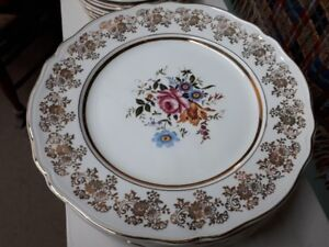 Alfred Meakin china set for 8 Golden Posy 22kt gold border