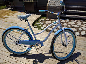 Supercycle Classic Cruiser Women's 26in Comfort bike with Helmet