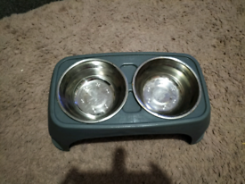 Do metal dog bowls with little stand