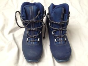 Cross Country ski boots size 9.5 men's