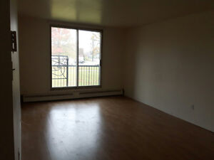 Sublet 3 1/2 for $658. Pierrefonds, Available immediately