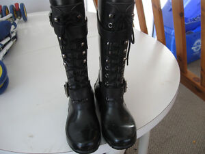 Like new condition size 6 womens rubber boots