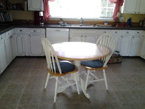 Round wood table, 2 chairs