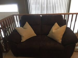 Couch and love seat set London Ontario image 2