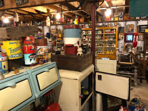 Antiques, advertisement, collectables, old license plates WANTED