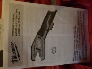 Milwaukee coupe tuyaux 12volt