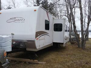 32' Spree travel trailer/outside kitchen
