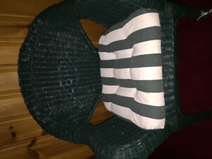 2 Green Wicker  Lawn Chairs /4 White Lawn Chairs