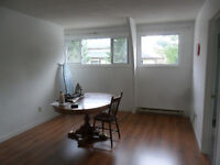 6-Plex Apartment For Sale - Fully Leased. Excellent Return!
