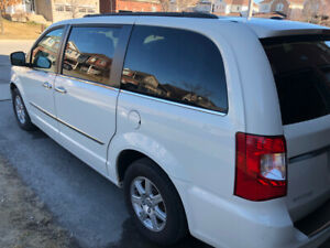 2011 Chrysler town&country/ touring  for 6900$