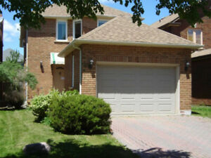 Beautiful Detached house 4 Bed Yonge/Elgin Mills Richmond Hill