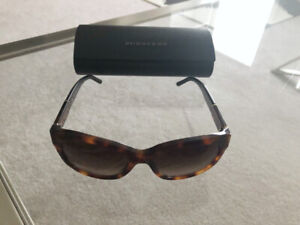 0c603354eaef Burberry Sunglasses Case | Kijiji in Ontario. - Buy, Sell & Save ...