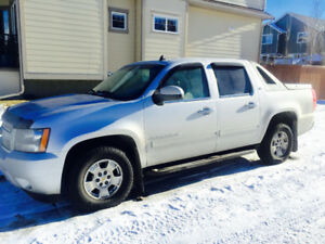 2011 Chevrolet Avalanche LEATHER SUNROOF Pickup Truck